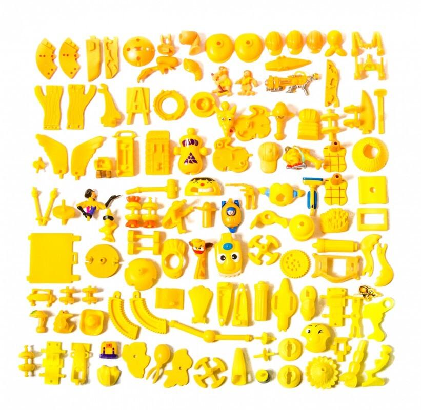 piece kinder surprise couleur classement 02 821x800 Des pièces de Kinder Surprise classées par couleurs