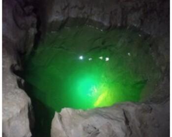 l'eau au font de la grotte