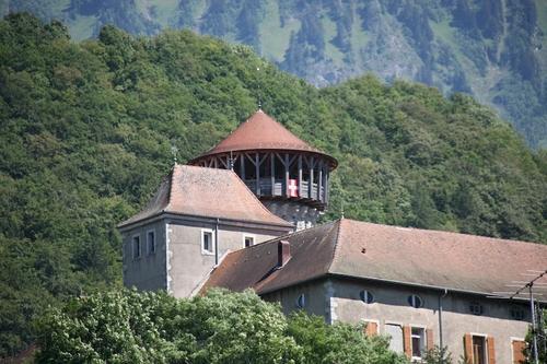 L'étymologie du mot Faverges provient du latin « faber » (forge) et rappelle que la commune est depuis des siècles vouée à l'artisanat. Les premières traces du passé de Faverges remontent à l'époque gallo-romaine. La cité, alors nommée Casuaria, était une étape importante reliant Moûtiers à Genève. Plus tard, une colonie barbare édifie une construction fortifiée sur le promontoire où se trouve actuellement le château. A partir du 12e siècle, des générations d'artisans se succèdent au pied du château, exploitant forges, coutelleries, tanneries et papeteries. En 1811, le château accueille une fabrique de tissage et de traitement du coton, puis une soierie. Au début du 20e siècle, deux importantes maisons s'installent à Faverges : S.T. Dupont qui fabrique des produits de luxe (maroquinerie, briquets, stylos) et Stäubli qui développe trois gammes de produits dans les domaines du textile, des raccords et de la robotique industrielle. Après la seconde guerre mondiale, la société Bourgeois (fours et cuisinières) s'installe à son tour à Faverges.