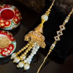 Pick The Best Collection Of Rakhis to make This Festival Special