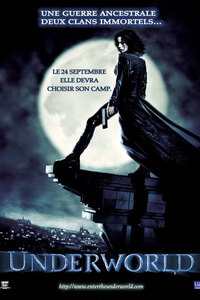 Underworld : Selene est une guerrière vampire puissante. Dans la lutte qui oppose depuis des siècles son peuple à celui des Lycans, des loups-garous, elle est reconnue pour être l'une des tueuses les plus efficaces. Jusqu'au jour où elle tombe amoureuse de Michael Corvin, un humain qui se retrouve pris malgré lui dans l'affrontement des deux clans. Mordu par l'un des loups-garous, il devient rapidement l'un d'entre eux. Entre passion et devoir, Selene doit alors choisir son camp...-----... Origine : Américain Réalisation : Len Wiseman Durée : 2h 01min Acteur(s) : Kate Beckinsale,Scott Speedman,Bill Nighy Genre : Fantastique,Romance,Action Date de sortie : 24 septembre 2003 Année de production : 2003 Distributeur : SND Critiques Spectateurs : 3,4