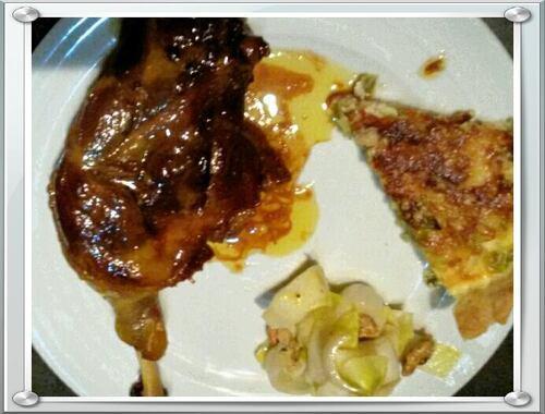 Cuisse de canard laqué... Avec petite salade de chicons noix et tarte aux poireaux...
