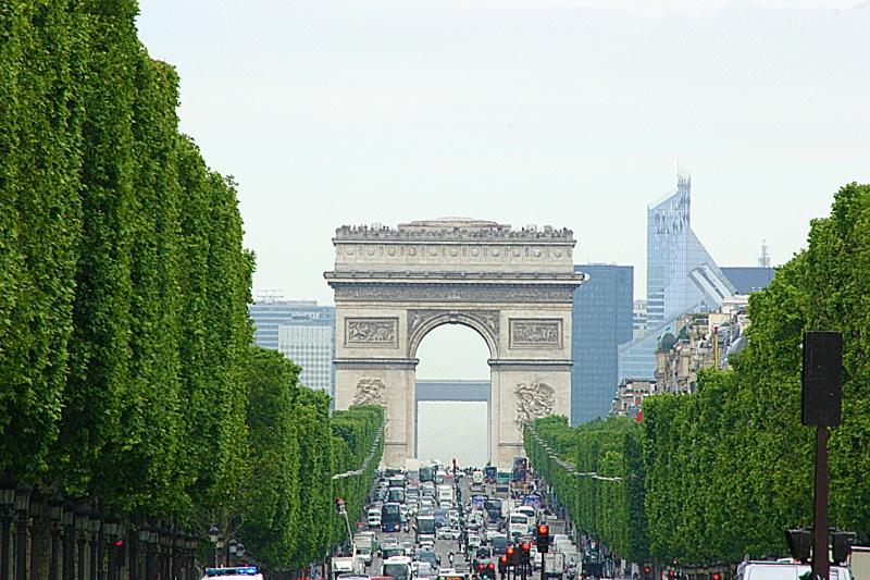 les 2 arches: la défense et  l'arc de triomphe