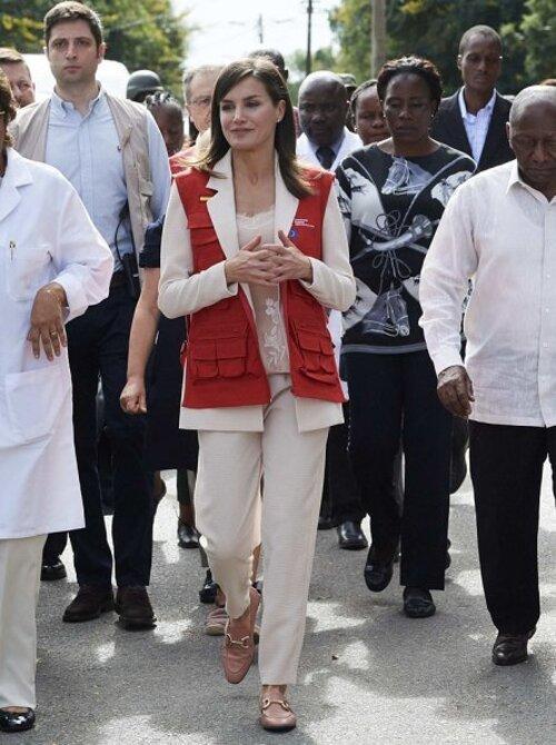 3 tenues de Letizia au Mozambique