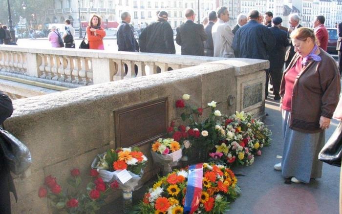 Paris : une stèle pour les victimes  du 17 octobre 1961