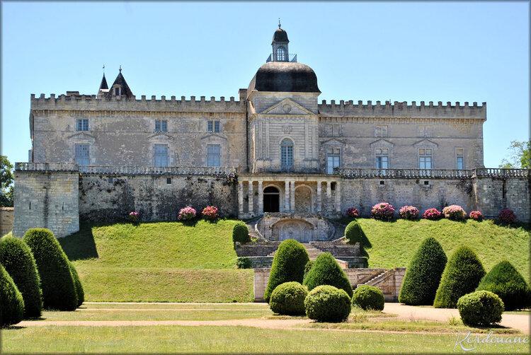 Façade du château de Vayres (côté Dordogne)