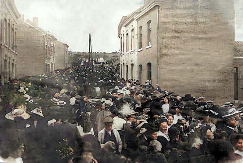Funérailles du Père - vers le cimetière (photo FaceBook Pierre Dock, archive Soeur Jeanne, Waremme)