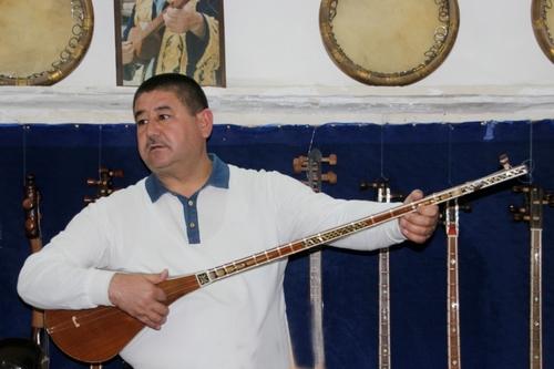Les luths ouzbeks : rubab, dotar et târ