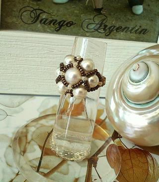 Bague tissée Perle de Culture et perles renaissance de verre nacré blanc crème