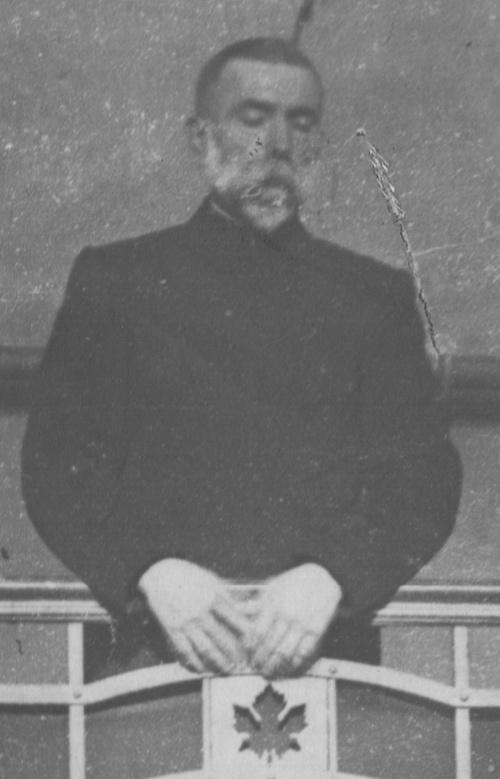 Père à la tribune (détail)