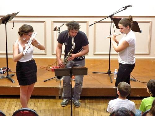 Le premier concert du trio I.L.E. a été un succès ...