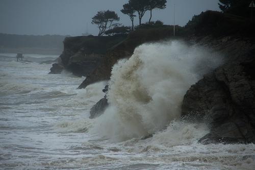 Les vagues étaient au rendez-vous hier à Tharon-plage Saint Michel Chef Chef