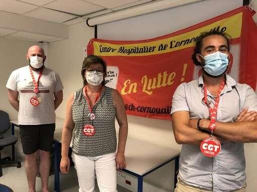De gauche à droite: Loïc Le Houarner, Karine Goanec et Kévin Nabat, tous trois membres de la CGT du centre hospitalier de Quimper et de Concarneau.