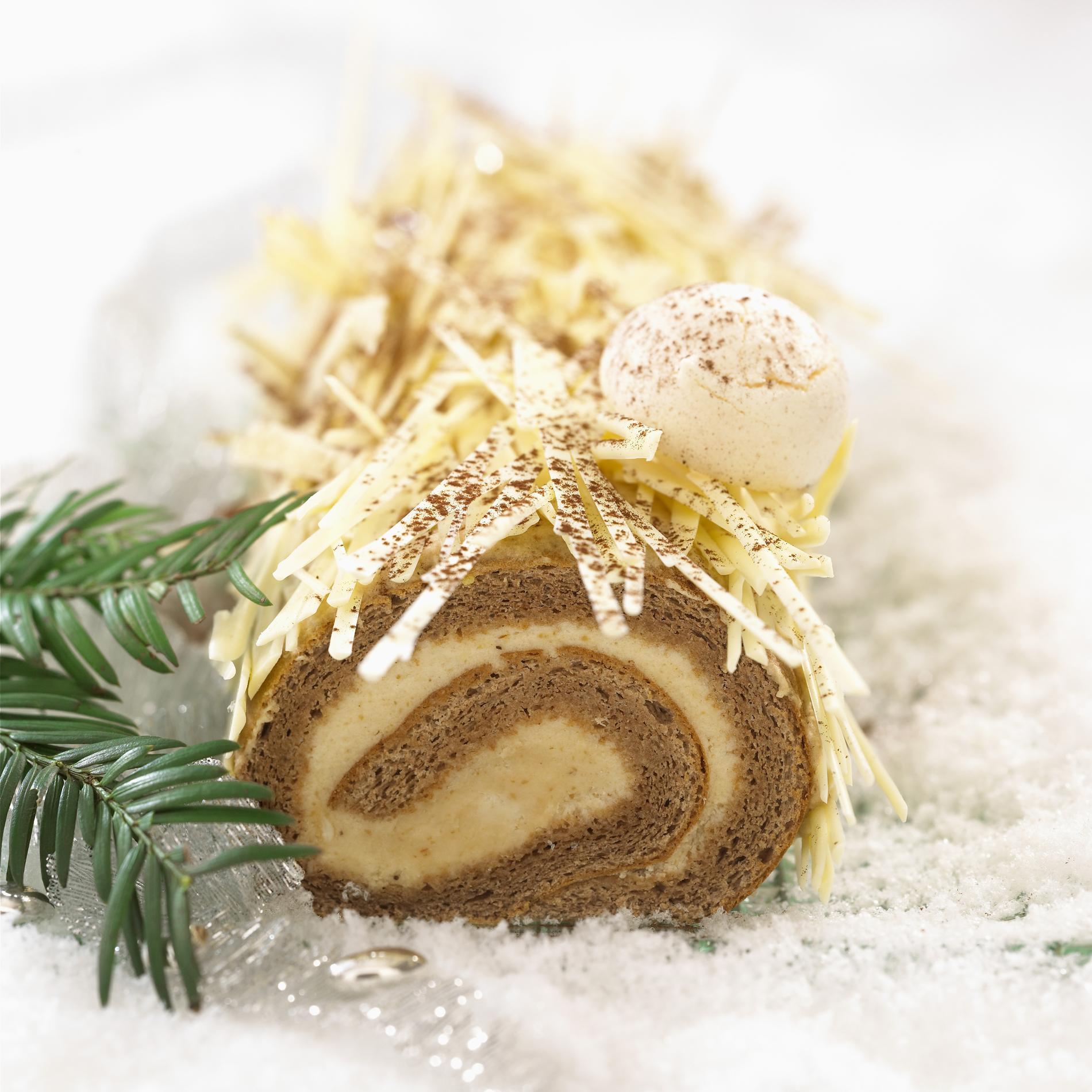 """Résultat de recherche d'images pour """"Bûche de Noël à la crème de marron et au chocolat blanc"""""""