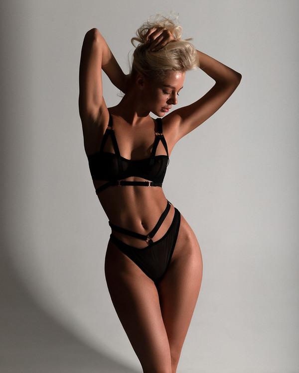 Mode sensuelle by Lozgachev Aleksey