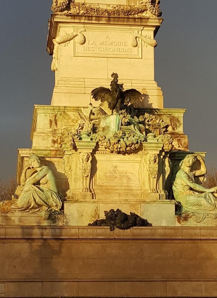 Lumière dorée sur la Fontaine des Girondins...