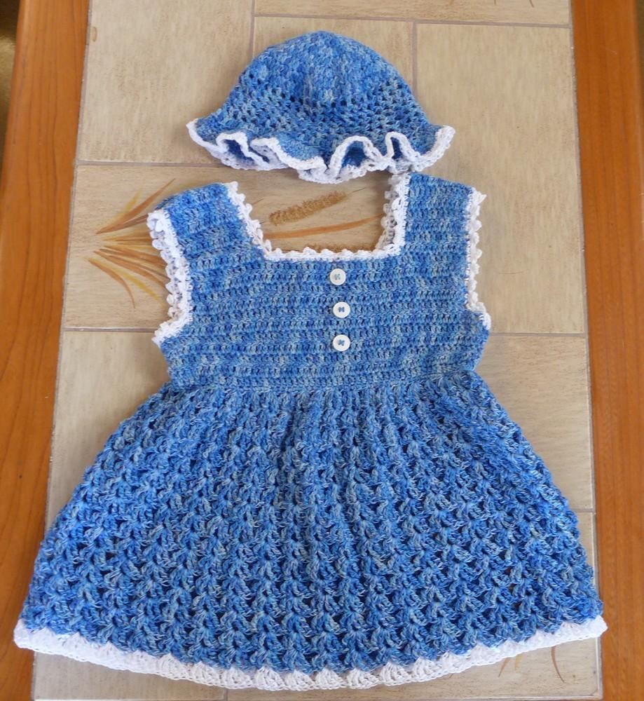 Petite robe et chapeau pour Victoire...