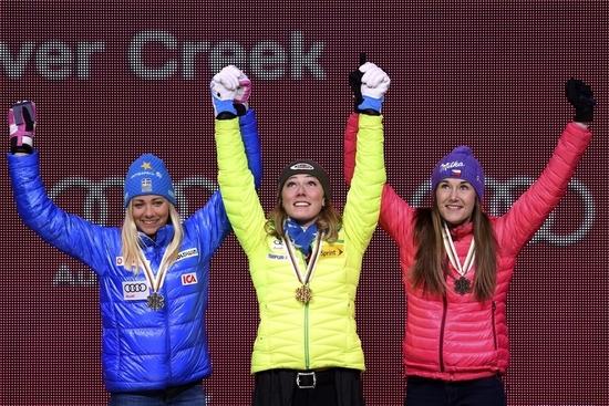 Le podium du slalom avec Shiffrin, Hansdotter (à gauche) et Strachova (à droite)