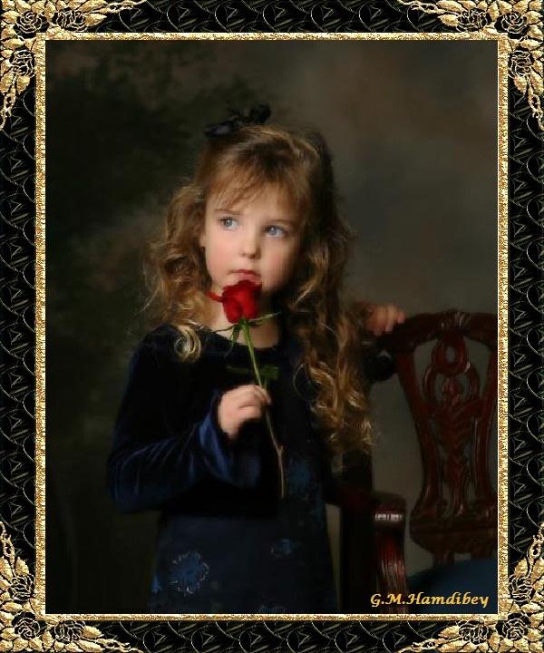 la petite fille à la rose rouge