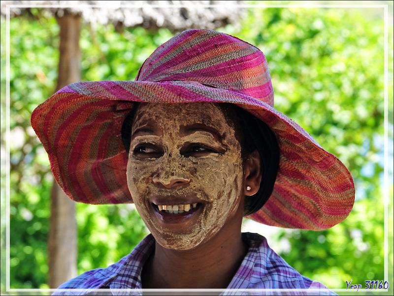 Ambaramidada :Coquettes au Masonjoany (Santal de Madagascar) - Grande Mitsio - Madagascar