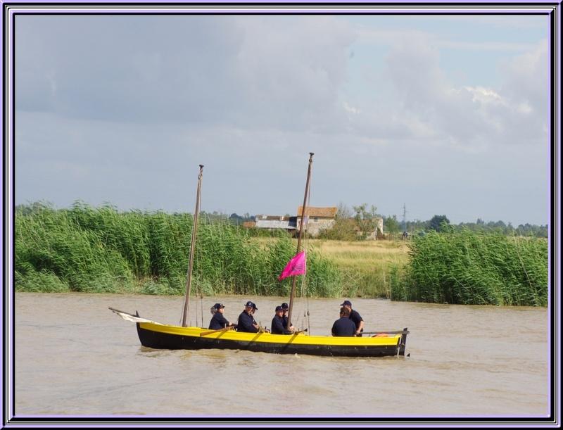 La parade nautique en attendant la sortie de l'Hermione vendredi 06 juillet 2012 à Rochefort