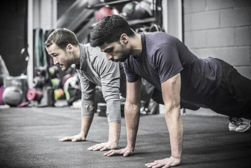 "Rooney Martin et ""Ultimate Warrior Workouts"""