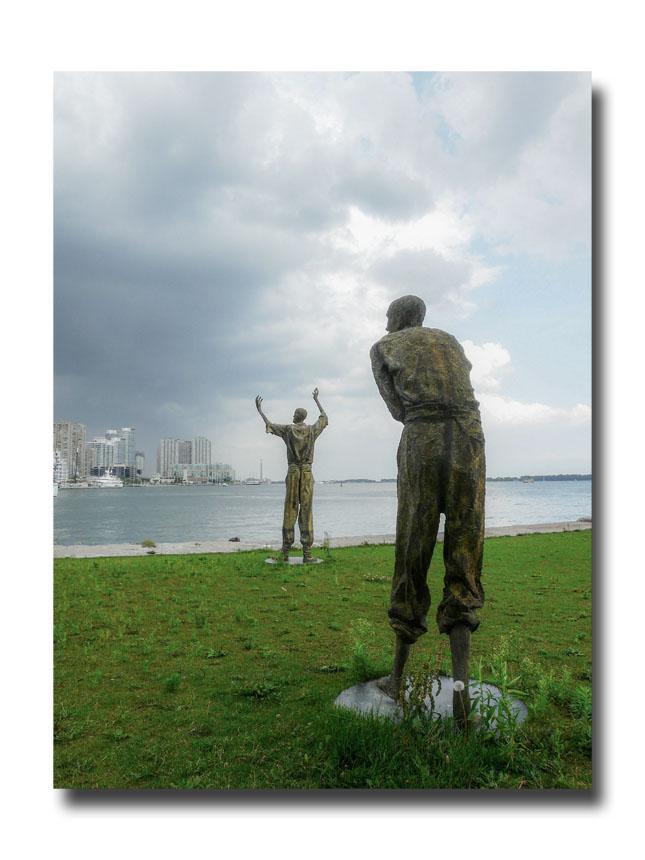 Les statues irlandaises dans le port de Toronto.