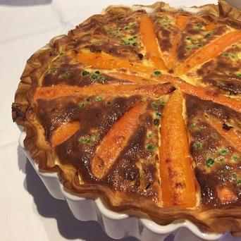Tarte aux carottes / petits pois & cumin