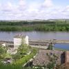 Ecluse de Castets en Dorthe, terminus du Canal de l'Entre-Deux MersCanal au premier plan, Garonne au