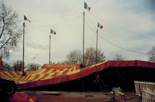 montage du chapîteau Pinder Jean Richard à Toulouse ( archives Raymond Marti)