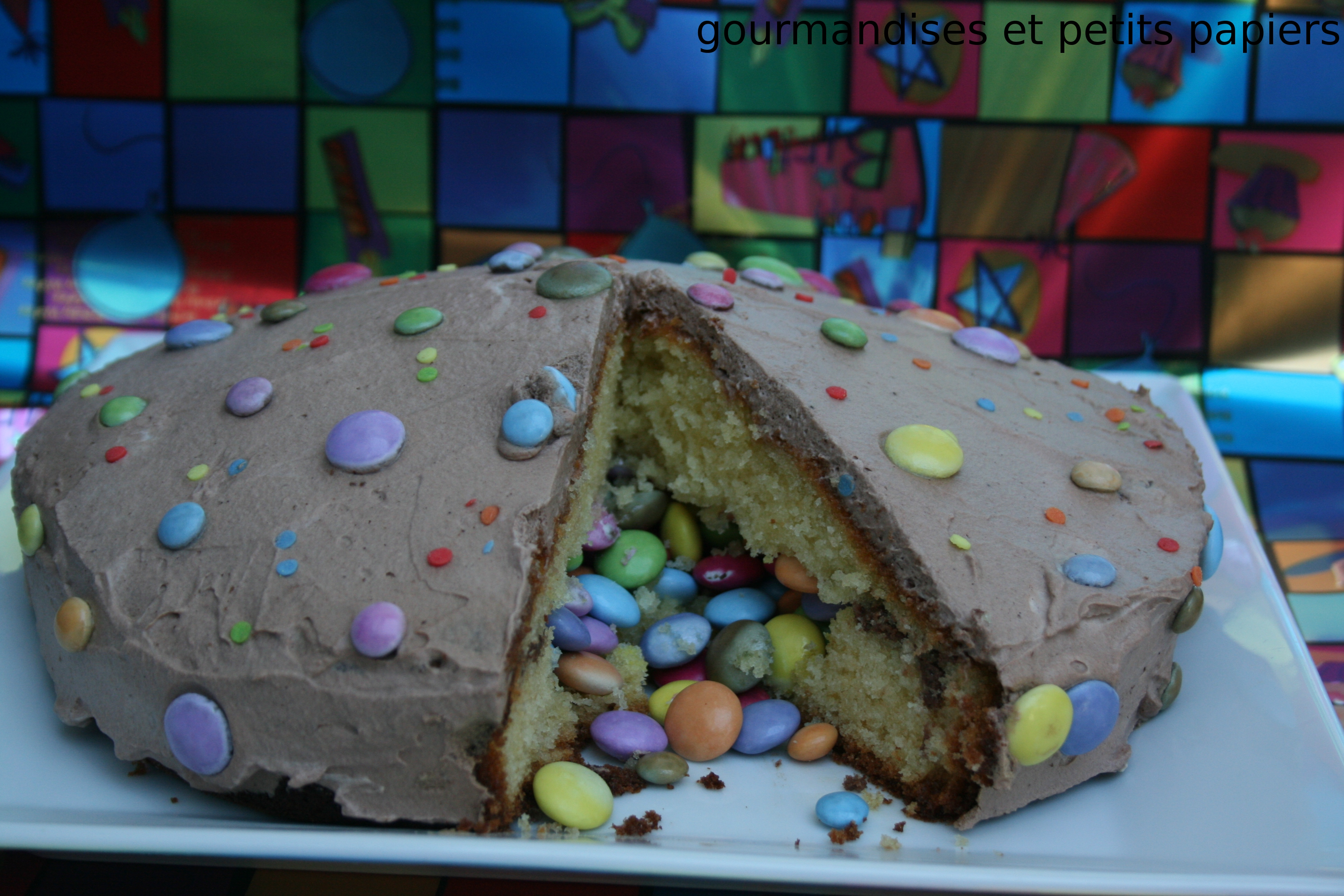 Gateau surprise coeur de smarties gourmandises petits - Gateau surprise anniversaire ...