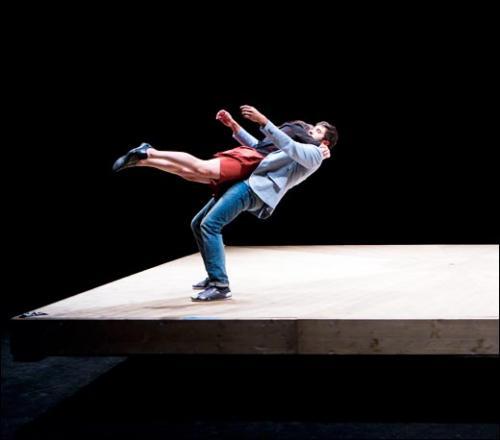 Yoann Bourgeois,<em> Celui qui tombe,</em> 2014. Danse, Pièce pour 6 interprètes. 1 h 15<br><br>© DR