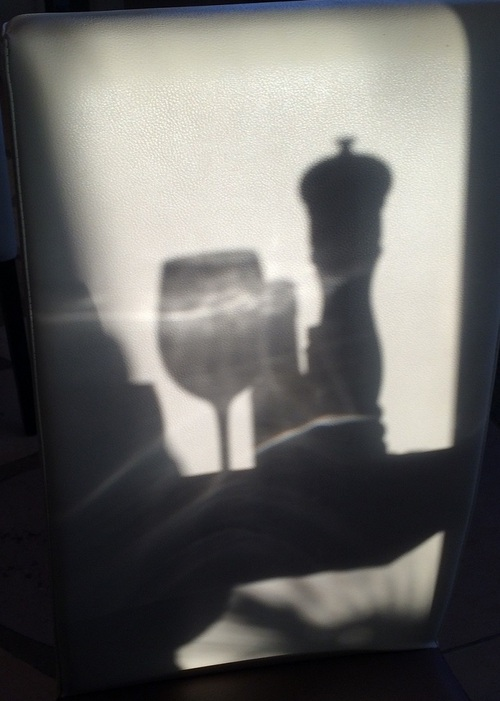 ... une ombre...