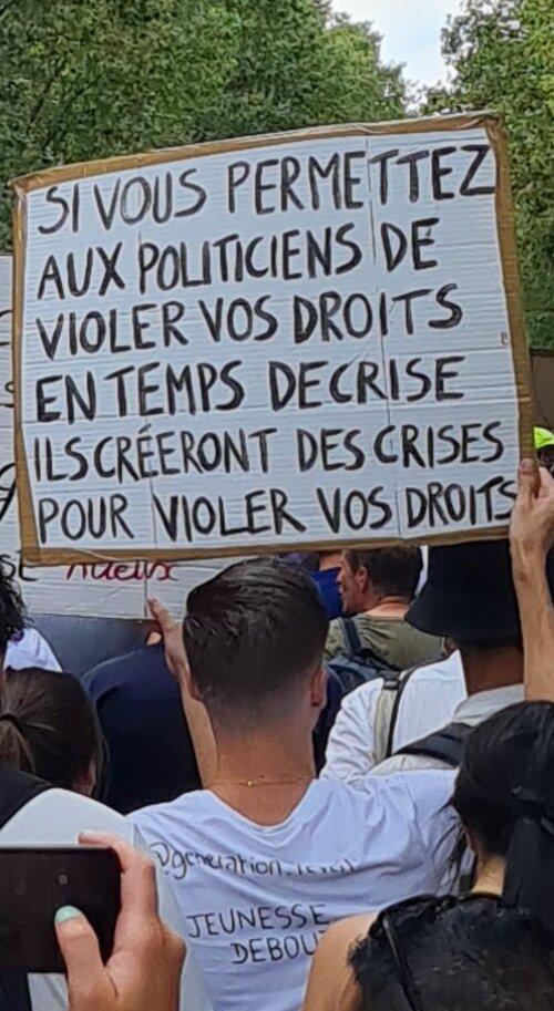 Samedi 24 Juillet 2021  Plus de 200 manifestations et rassemblements  Au moins 300.000 manifestants