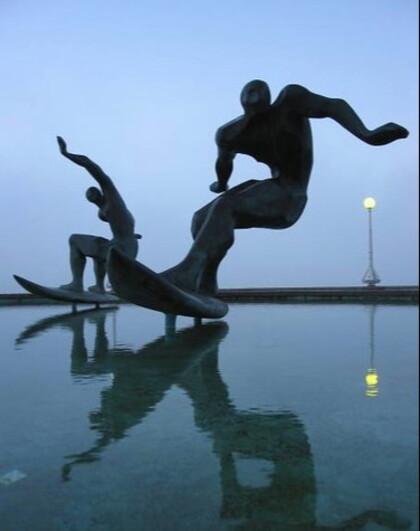 Des statues en bronze insolites.