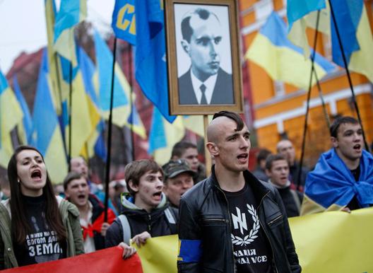 Néo nazis bandéristes qui détiennent le pouvoir en Ukraine, bien que très minoritaires.