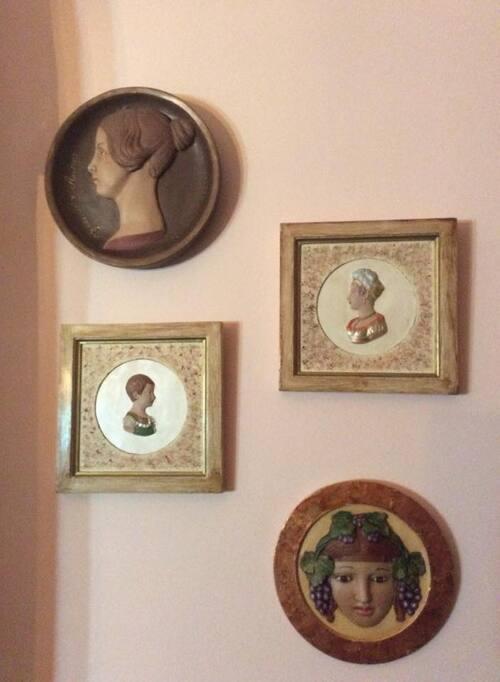 petits ornements plâtre peint