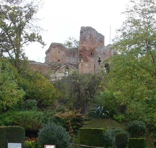 Les souterrains du Château médiéval de Saint Sulpice  (Tarn)
