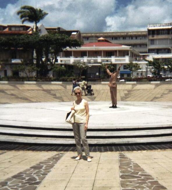 pointe-a-pitre-statue-jpg.JPG