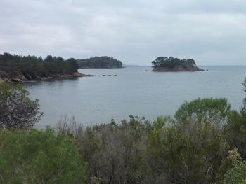 On découvre l'îlot de Léoube et la pointe éponyme