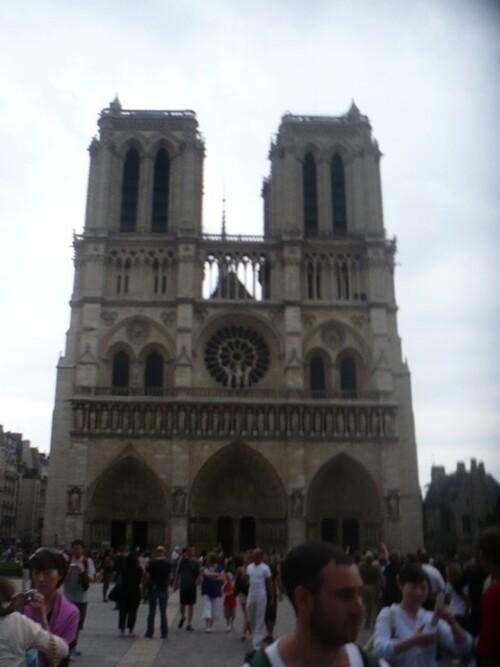 tragédie au début de la semaine sainte - l'émotion au coeur de Paris