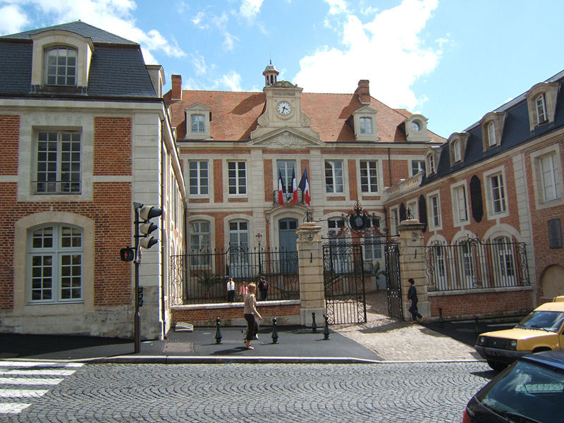800px-Lisieux-mairie.jpg