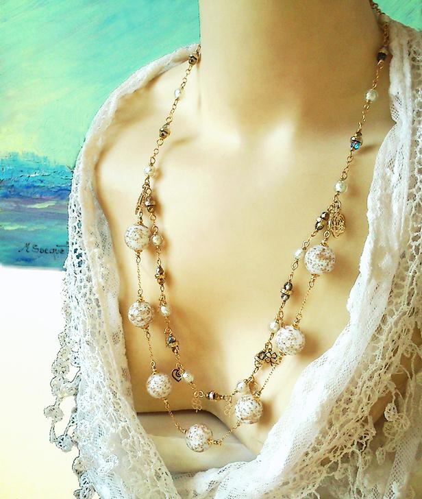 Long Collier 2 rangs, Verre de Murano authentique blanc paillettes dorées / Plaqué Or Gold Filled 14 kt