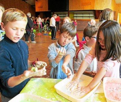 Les écoliers ont participé à divers ateliers créatifs.