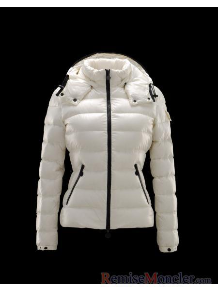 d abord, ce Moncler-Doudoune Moncler Femme Moncler Bady court blanc couleur  ... 62b11b048a5