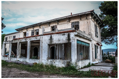 Villa Cracked