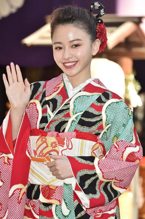 Models in Traditionnal Clothes : ( [マイナビニュース] - |2018.01.09 21H00| エンタメトップ - エンタメ - 芸能 / Maika Yamamoto/山本舞香 )