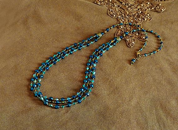 Long collier 70 cm pierre d'hématite bleue facettée 6 et 4mm, cristal de Swarovski toupies 4mm tons bleus-verts et bronze /