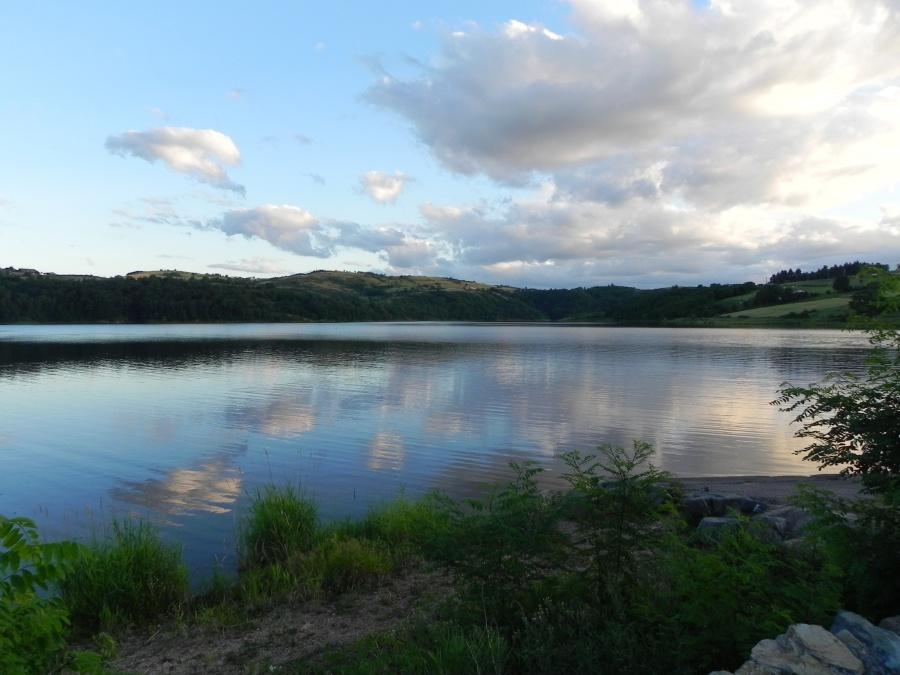 Le lac de Villerest dept de la Loire 42300