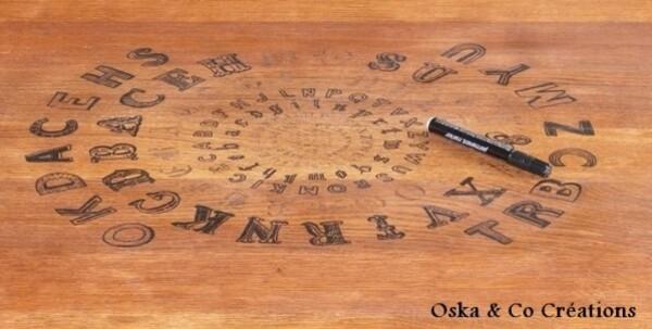 motif-transfere-sur-table-en-bois-travail-en-cours.jpg